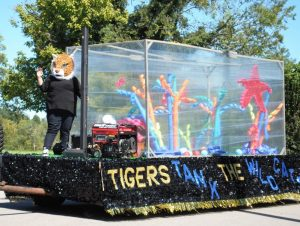 DCHS Senior Class Wins 1st Place for float entry in Homecoming Parade