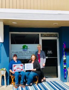 The Smithville-DeKalb County Chamber presented a Community Improvement Award to Anthony and Dana Scott for their beautiful renovations to their downtown Smithville property located at 106 W. Main Street,
