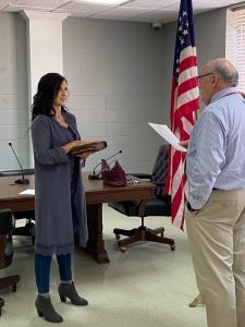 Smithville Alderman Beth Chandler was officially sworn into office Tuesday morning at City Hall. City attorney Vester Parsley administered the oath.